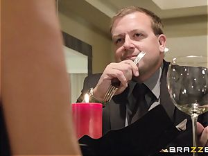 The hubby of Brandi love lets her pulverize a different man