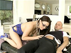 fuck-a-thon bombshell Eva Angelina feeds her mouth with a thick fuckstick and luvs it