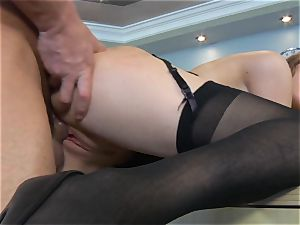 Samantha Hayes says sorry to her boss by milking his prick