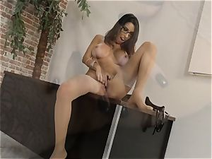 Dava Foxx talking dirty while using her palms on a meatpipe