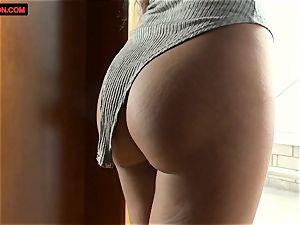Alice Peterson mastubates super hot and wet