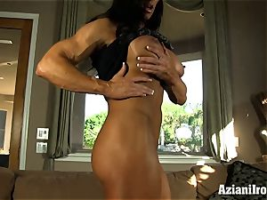 Muscle roped cougar uses her glass faux-cock till she spunks