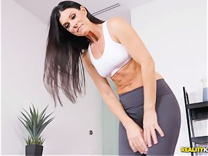 nasty milf India Summers thrashed in the vag during yoga