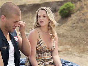 Mia Malkova gets tucked in her raw cunt outdoors