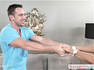 good blond Cameron Dee gives blowage