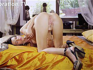 super-fucking-hot cherry Marlenka loves herself in the bed