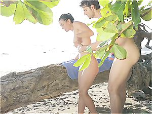 Julia Roca has some joy in the sun with her bf