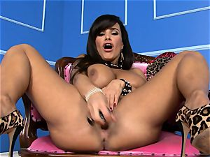 super-sexy Lisa Ann wedges her fake penis deep in her humid puss