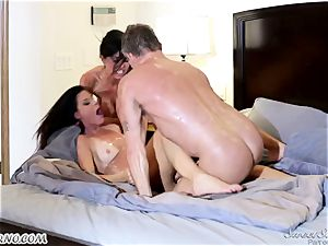 Veronica Avluv and India Summer - My dear hubby, you want to try my friend's muff