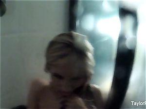Taylor Vixen girl/girl douche