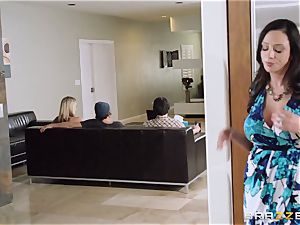 Mean mom Ariella Ferrera tempts her daughters-in-law guy