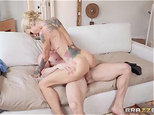 beef whistle thirsty blonde Sarah Jessie