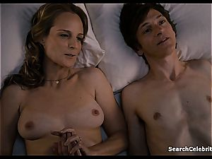 Heavenly Helen Hunt has a clean-shaven vagina for viewing