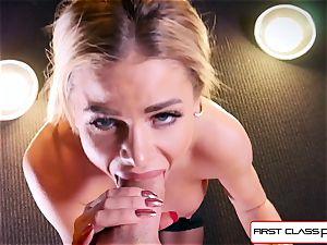 observe Jessa Rhodes taking a meaty trunk down her facehole