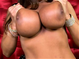 marvelous Lisa Ann reveals her giant fleshy hooters