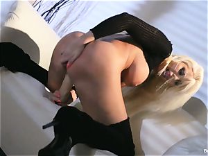 Britney Amber fucktoys in her poon