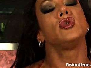 Amazon queen Amber Deluca luvs her sybian saddle climax